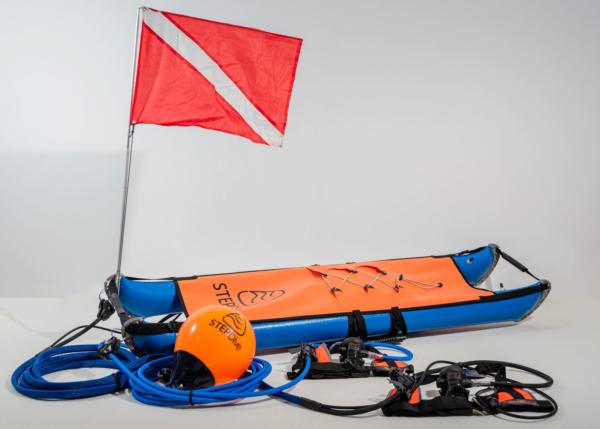 step_dive_2diver_red_flag_underwater_gauge_1600x1143